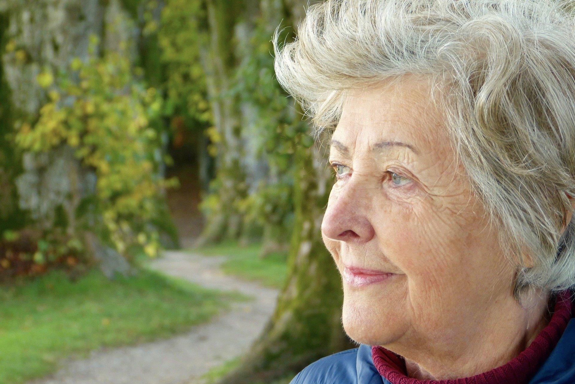 CBD gegen Demenz – kann Hanf die kognitiven Fähigkeiten unterstützen?